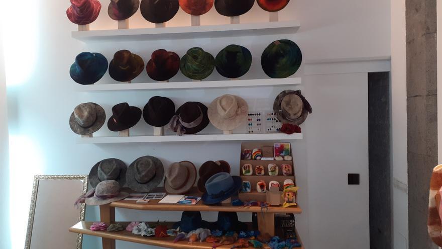 Sombreros de lana de oveja y joyas de plata ecológica en Fedac Gran Canaria