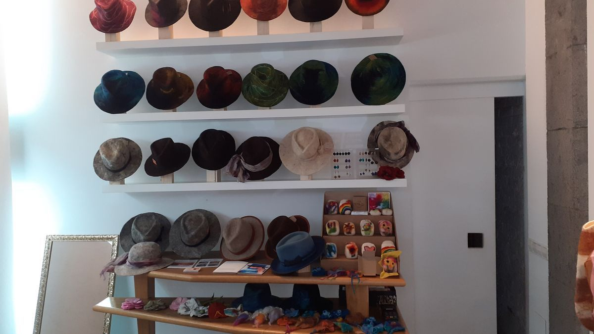 Sheep wool hats and ecological silver jewelry at Fedac Gran Canaria