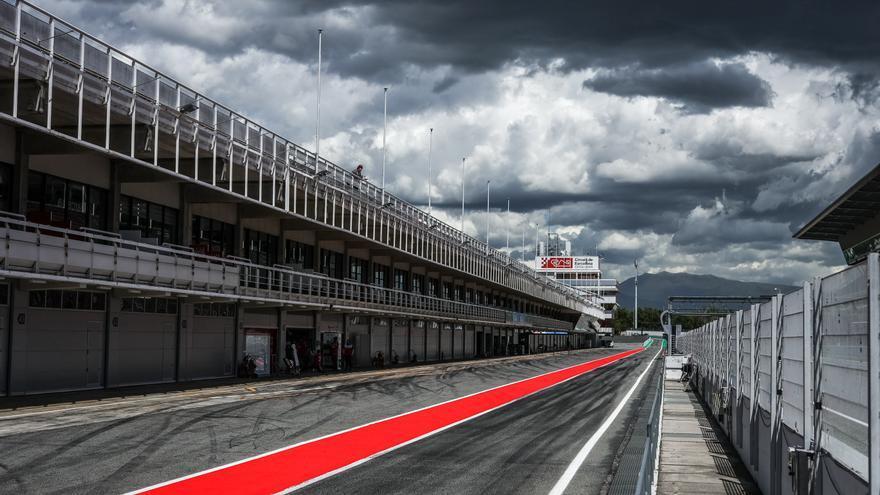 Estudiants d'arreu del món competeixen al Circuit de Montmeló amb els seus vehicles sense conductor