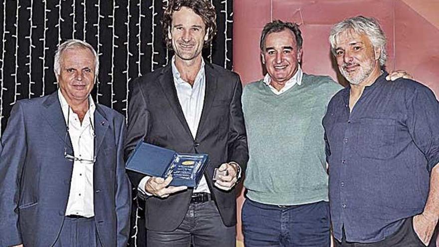 Carlos Moyá recibe la insignia de oro en la Gala anual del tenis balear