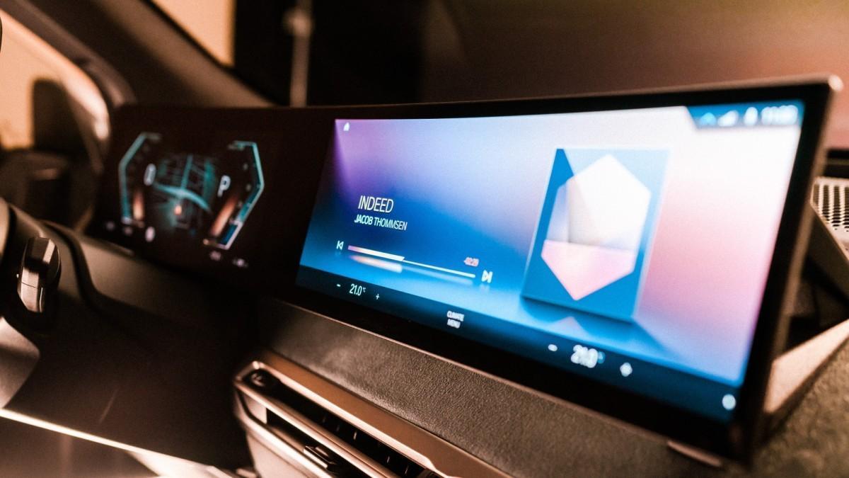 BMW desvela el futuro de la pantalla y el sistema operativo BMW iDrive
