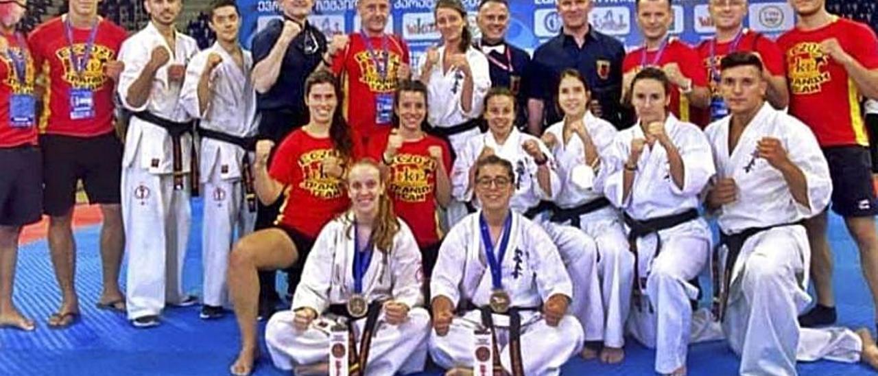 Karatekas del gimnasio alzireño.   LEVANTE-EMV
