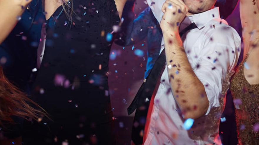 Desalojan a 91 invitados de una boda por no llevar mascarillas ni guardar la distancia social