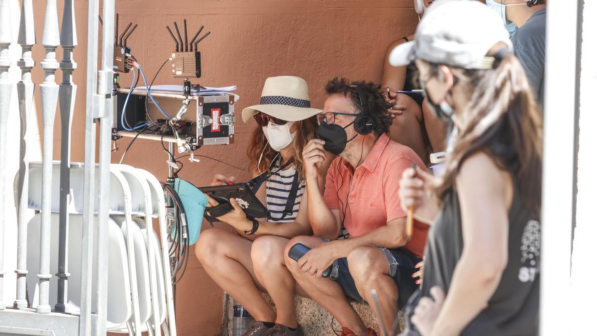 Uno de los directores de la serie, Oriol Ferrer, supervisa una secuencia.