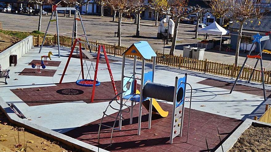 El Puente de Sanabria inaugura un parque infantil