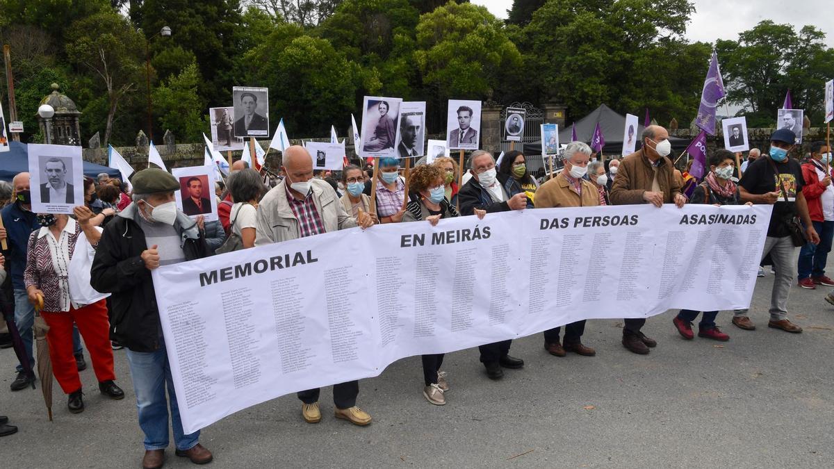 """Más de 300 personas se manifiestan contra un """"nuevo expolio"""" en Pazo de Meirás."""