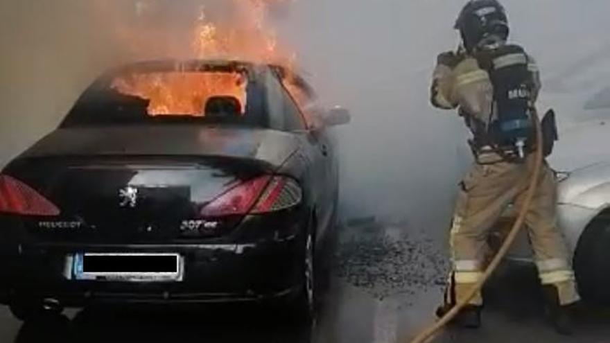 Arde un coche en el barrio murciano de San Antón