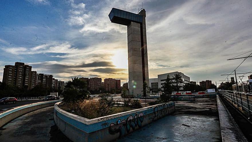 """Ciudadanos exige soluciones para la """"degradada"""" torre miramar de la V-21"""