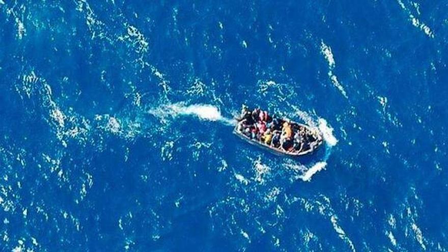 Cuatro de los migrantes rescatados del agua en Órzola dan positivo en coronavirus