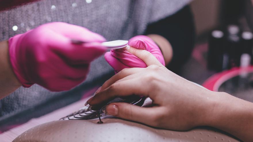 ¿Es malo pintarse las uñas? Consejos para una buena manicura
