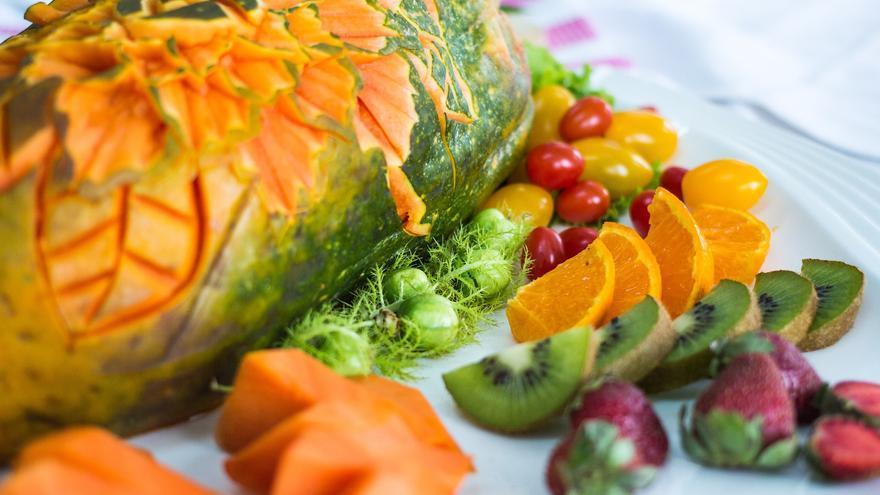 El superalimento que tiene menos calorías que una manzana y que cuida tu estómago