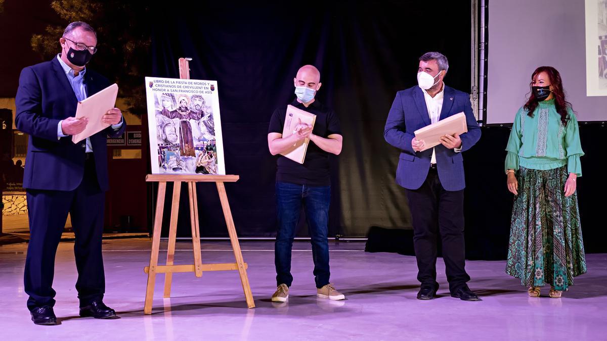 Presentación del libro el pasado fin de semana en el auditorio de la Casa de Cultura de Crevillent.