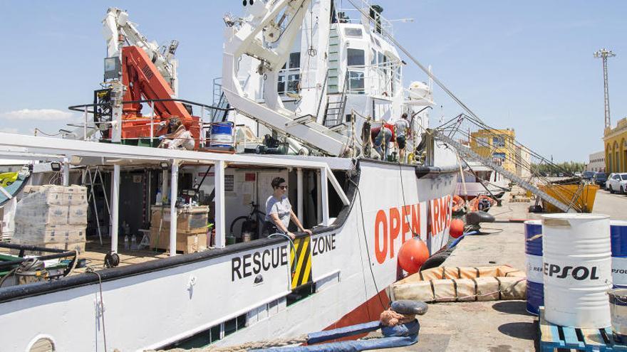 El barco de Open Arms atraca en Borriana para una revisión