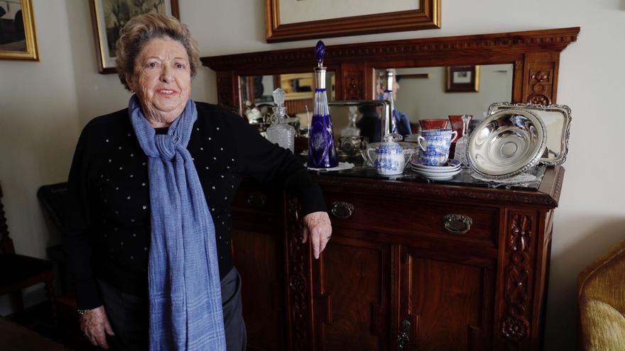 La infancia avilesina de Marita Aragón, una pionera en la Universidad asturiana