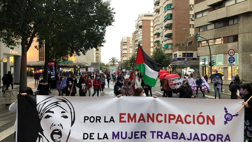 Clamor feminista en las calles de Murcia con distancia de seguridad y apoyo a las mujeres trans