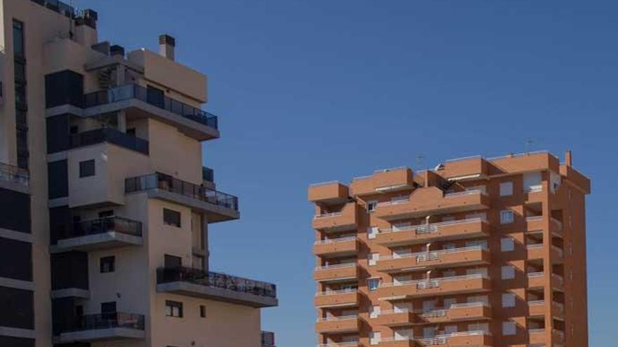 Sareb pone a la venta más de 3.500 viviendas para extranjeros y 'singles'