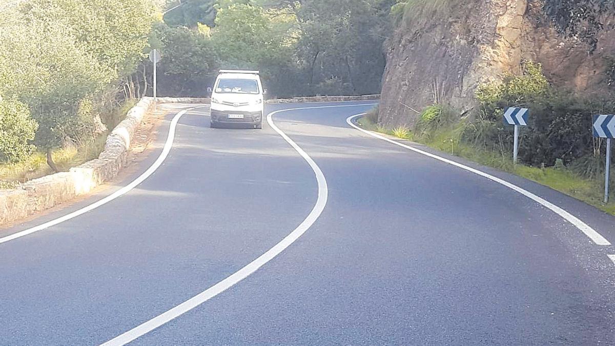 Tramo de la carretera entre Esporles y Estellencs donde ocurrió ayer el accidente mortal.