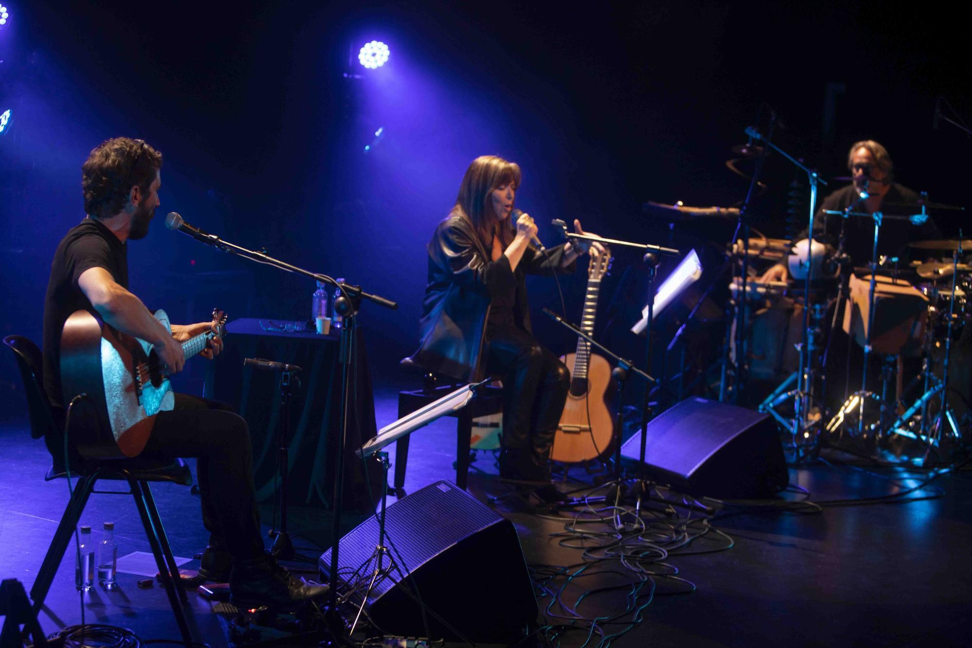 Así fue la actuación de María del Mar Bonet y Borja Penalba en el Gran Teatre de Xàtiva