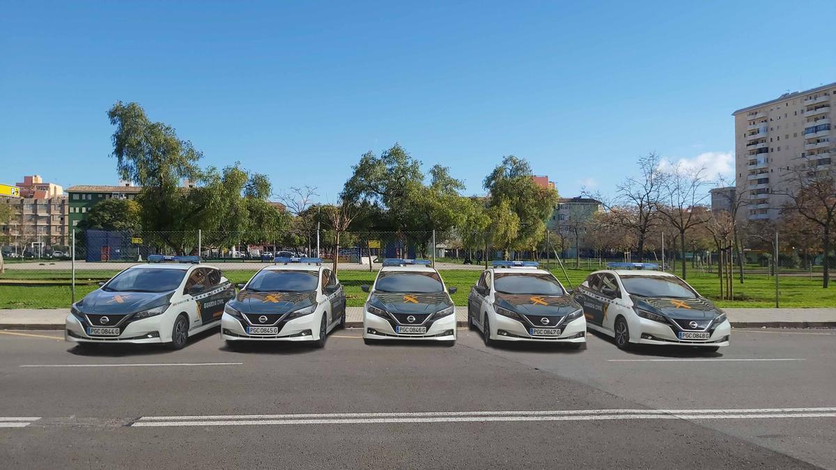 Los cinco nuevos coches eléctricos de la Guardia Civil que patrullarán en Baleares.