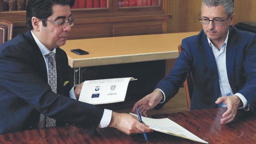 Martín firma con el Estado el convenio para construir cinco nuevas depuradoras