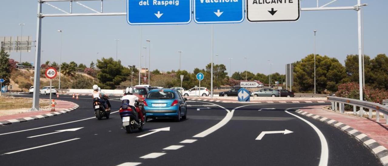 Fomento reordena la circulación en la rotonda de la UA para agilizar el tráfico de 20.000 vehículos al día