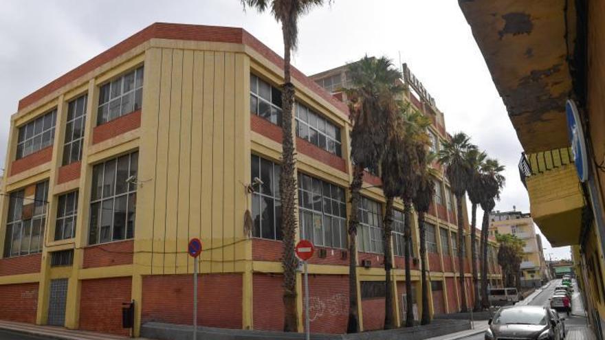 La Isleta propone crear una factoría cultural para salvar el edificio Racsa