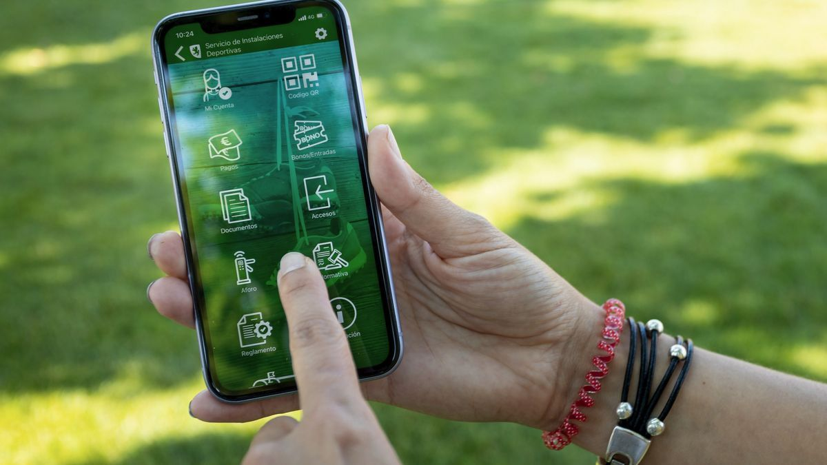 La app 'Deportes ZGZ' permite adquirir desde el móvil tus entradas a la piscina.