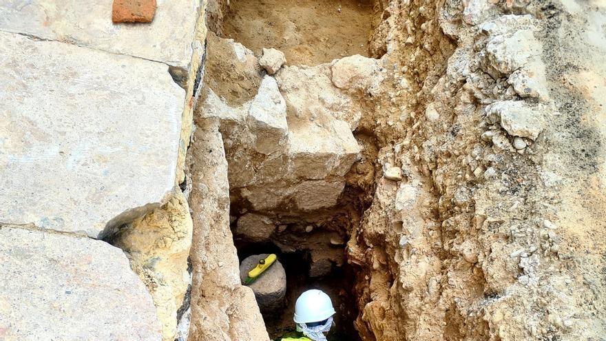 Amplían la excavación en la Plaza de la Reina tras hallar restos de una muralla tardorromana