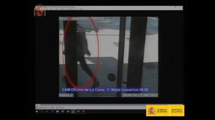 Un vídeo mostra la fugida de l'autor de l'atemptat del 17-A a la Rambla