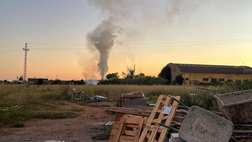 ÚLTIMA HORA: Alarma por un incendio cerca de una granja de Castelló