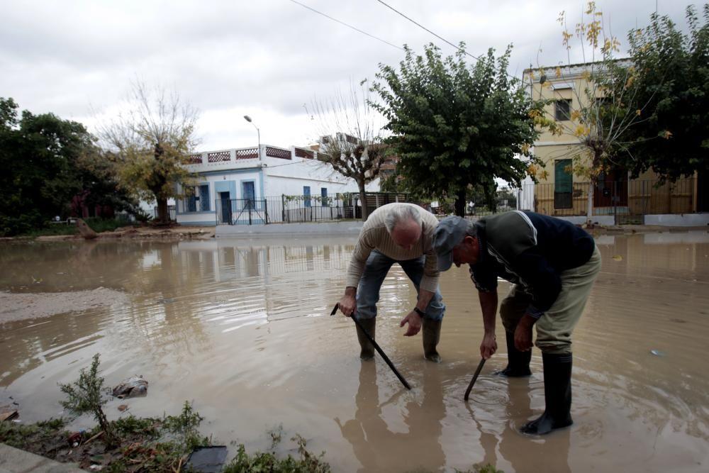 Solar inundado en la calle Álvaro López de Valencia.