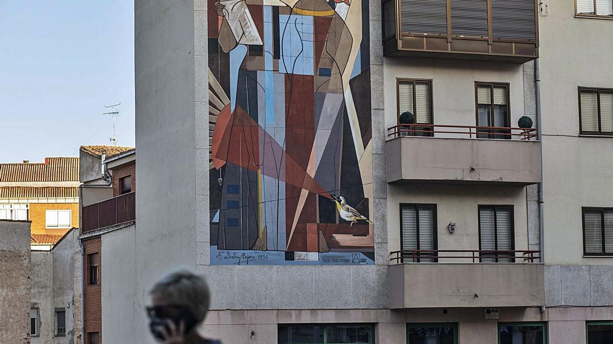 Mural en honor a Delhy Tejero en la Cuesta de la Morana. | Emilio Fraile