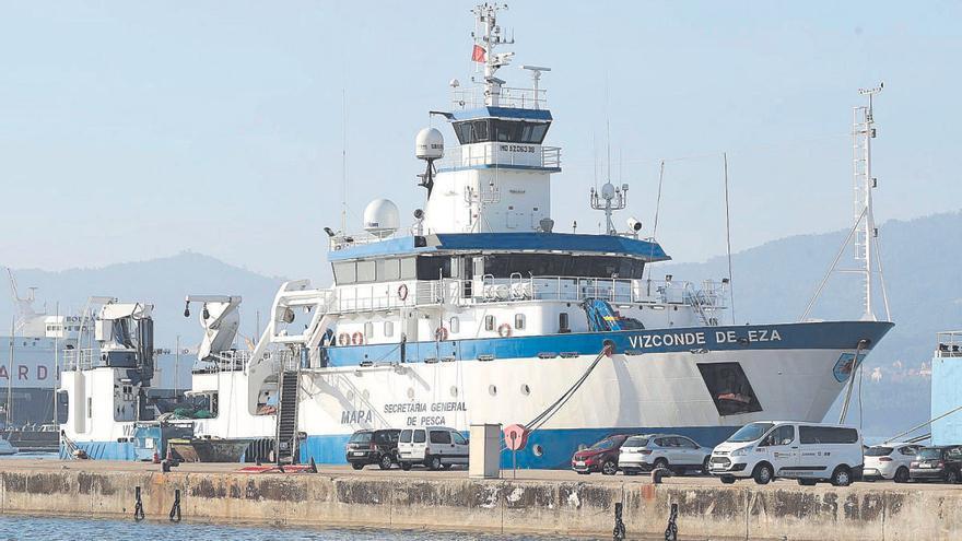 Un oceanográfico vigués, primer barco del Estado en cuarentena