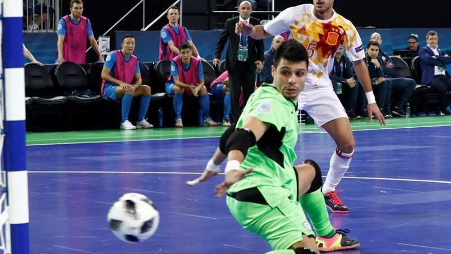 Los penaltis dirigen a España a la final contra Ricardinho