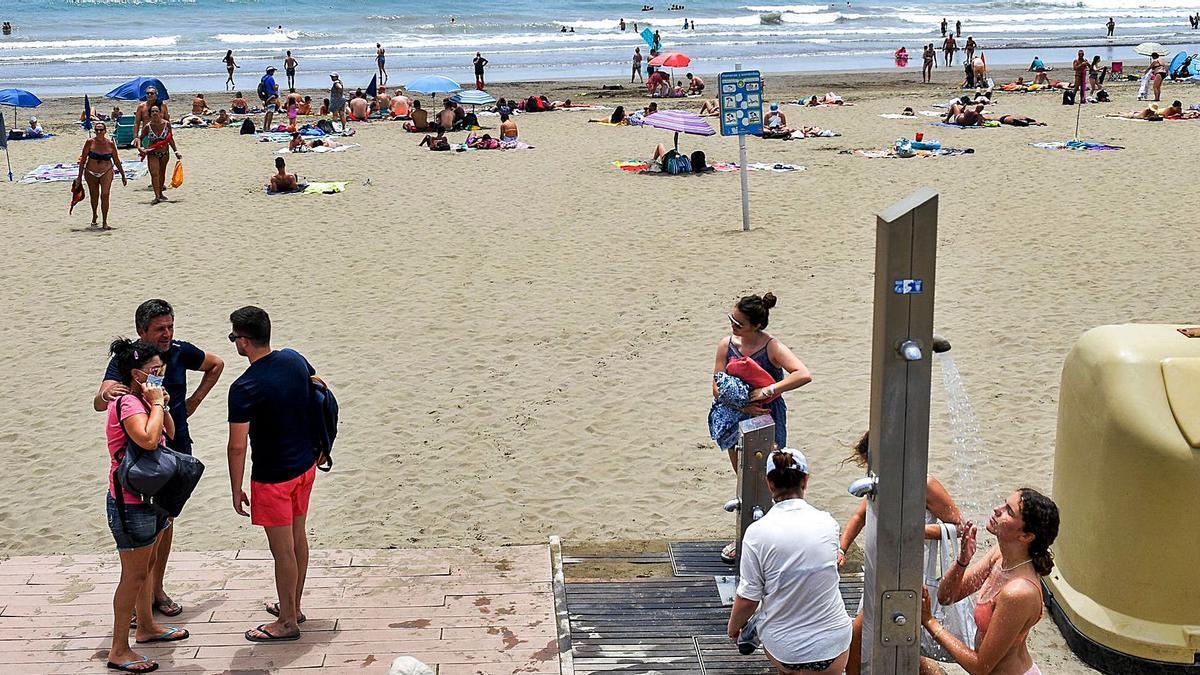 Bañistas en la playa de Maspalomas el pasado miércoles. | | JUAN CARLOS CASTRO