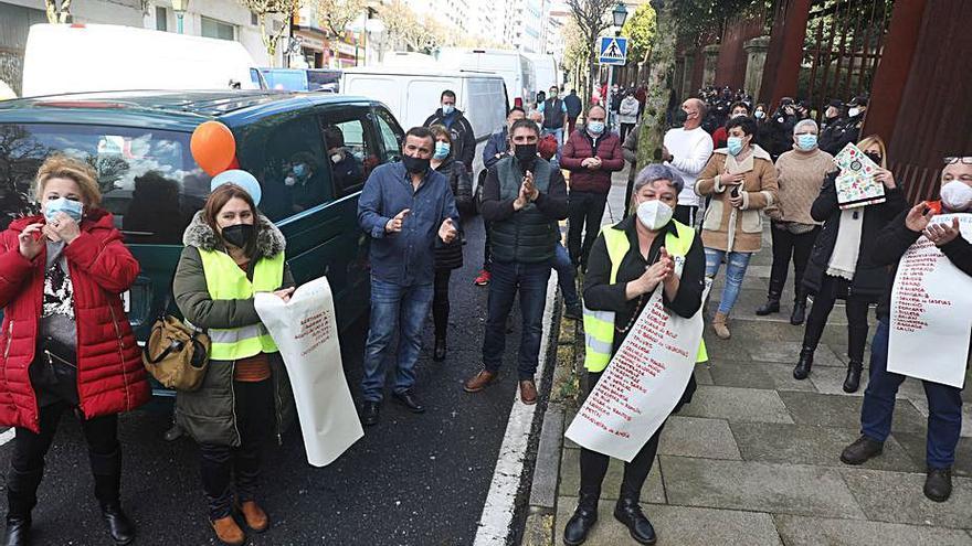 Una caravana de feriantes colapsa Santiago para denunciar su discriminación