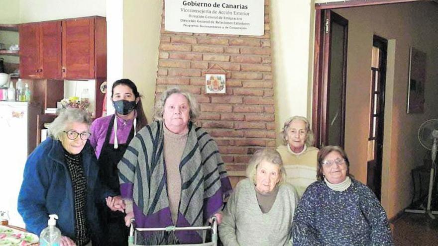 Con el agua al cuello por la tardanza de las ayudas a los emigrantes mayores