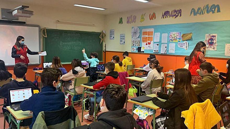 Treinta niños viven en Ourense con una familia acogedora y 78 esperan en Galicia