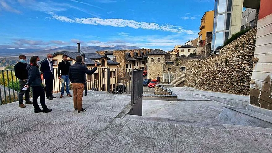 Puigcerdà renova la plaça mirador Josep Pla i el local del Taller d'Arts