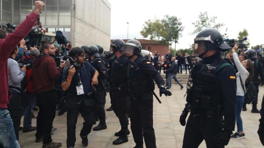 Envien a judici 27 policies per lesions durant l'1-O a Girona i Aiguaviva