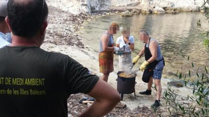 Grillfeuer in Cala Figuera: Anzeige wegen Waldbrandgefahr