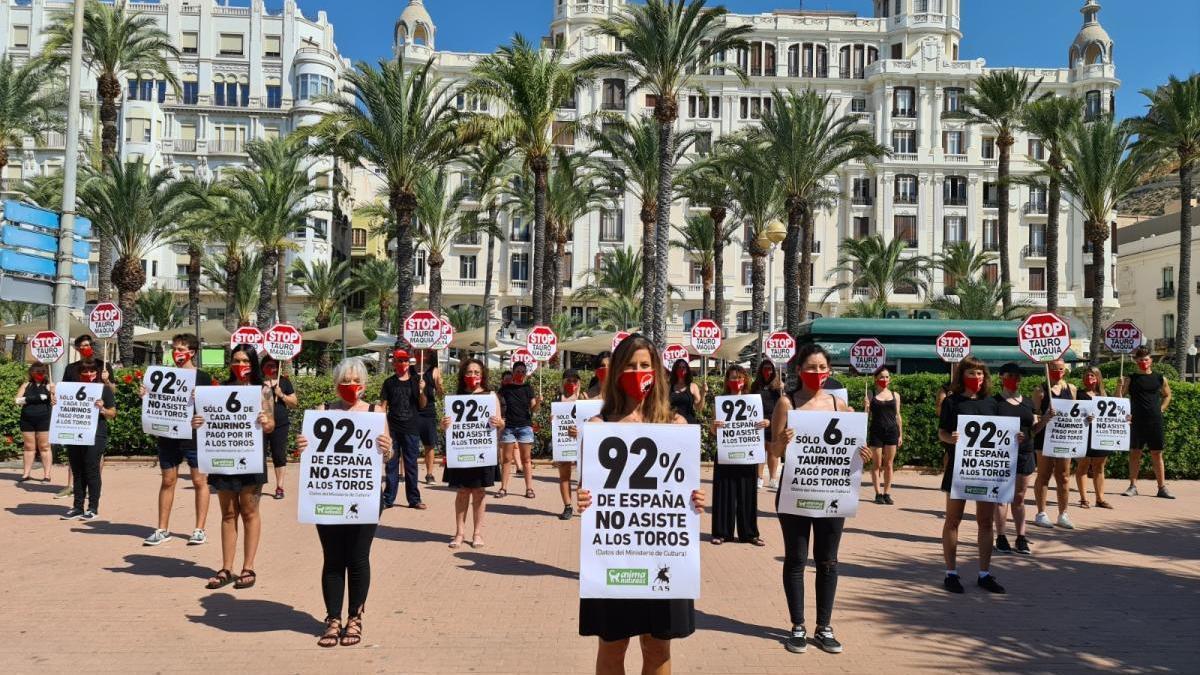 Concentración antitaurina promovida por AnimaNaturalis en Alicante.