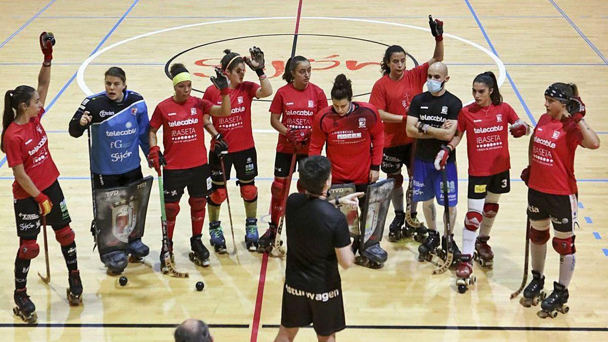 Plantilla del Telecable Gijón antes del entrenamiento de ayer.
