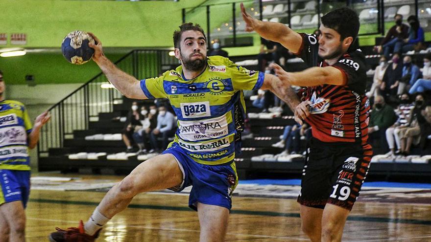 """Maga, jugador del Zamora Rutas del Vino: """"Queremos brindar un triunfo a la afición"""""""