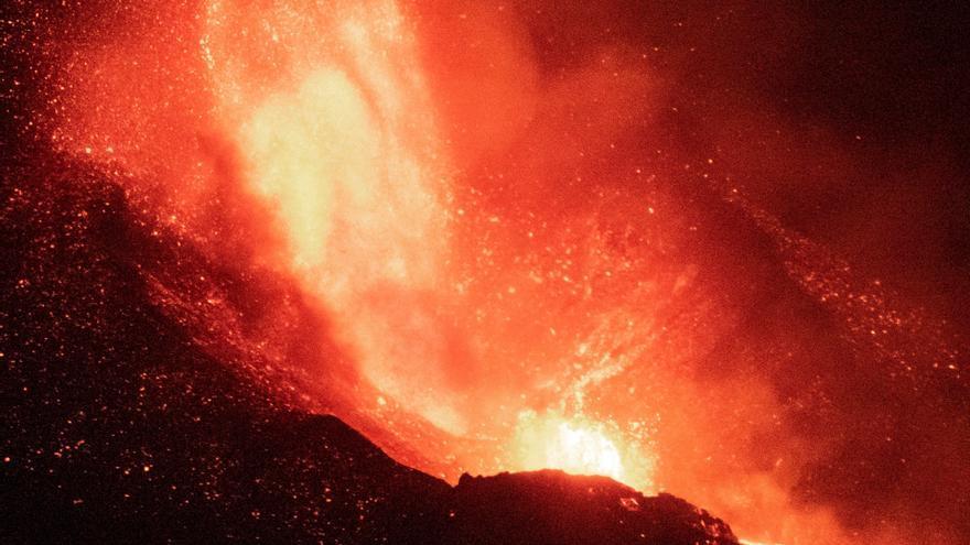 Directo | Las coladas de lava del volcán de La Palma llegan al centro de La Laguna