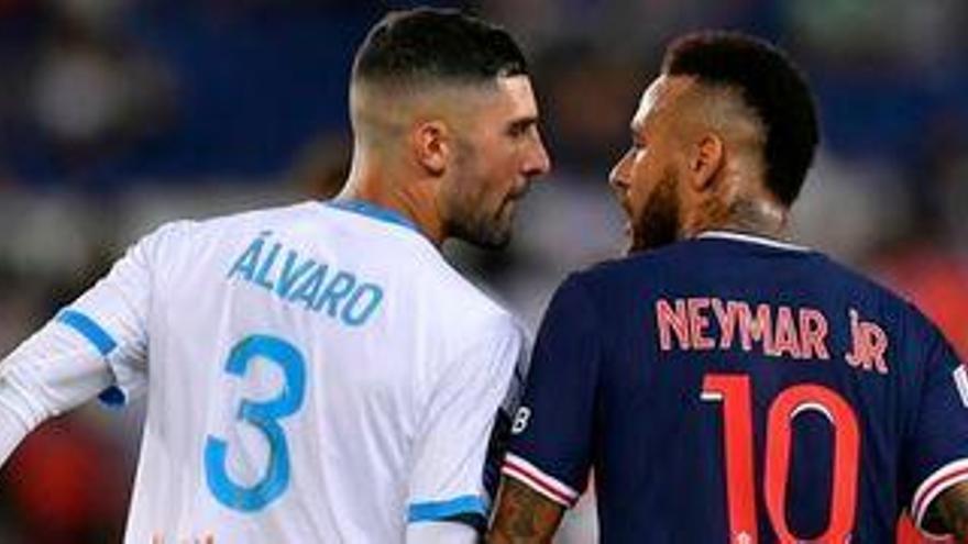 Álvaro González y Neymar también se enzarzan en las redes sociales