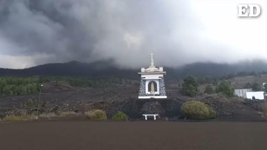 El volcán deja un manto de cenizas en Las Manchas