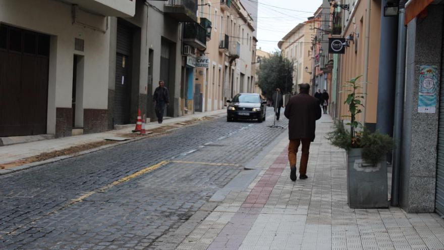 Figueres preveu treure aparcaments perillosos del carrer de la Jonquera