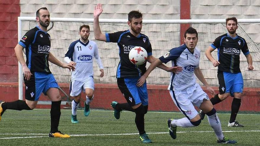 El Silva paga la expulsión de Kata y empata ante el Villalonga (2-2)