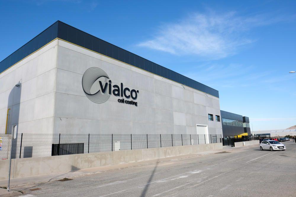 Ximo Puig inaugura la nueva fábrica de aluminio de Vialco en Villena